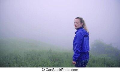 femme, jeune, dehors, nature., reposer, exercice, après, ...