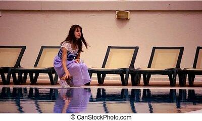 femme, jeune, eau, toucher, séduisant, piscine, natation