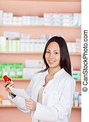 femme, jeune, fonctionnement, pharmacie
