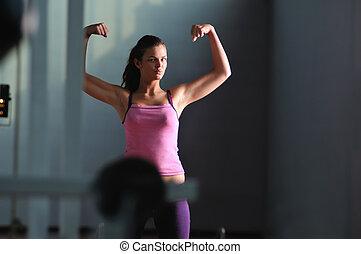 femme, jeune, fort, bras