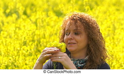 femme, jeune, jaune, nature