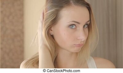 femme, jeune, jour, cheveux, mauvais, avoir