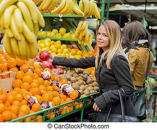 femme, jeune, marché