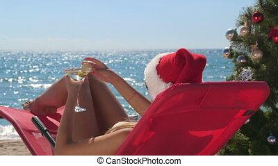 femme, jeune, martini, exotique, verre, plage, noël, célébrer
