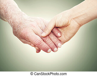 femme, jeune, tenant mains, personne agee, dame