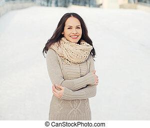 femme, jeune, tricoté, joli, dehors, portrait, vêtements