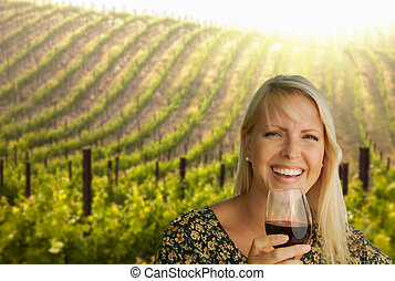 femme, jeune, vineyard., verre, séduisant, vin