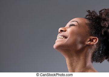 femme, jeune, vivacious, rire, africaine, heureux