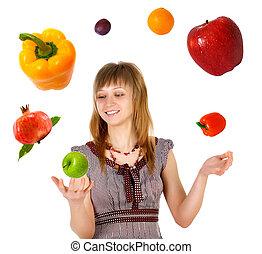 femme, jonglerie, à, fruits légumes