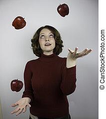 femme, jonglerie, pommes