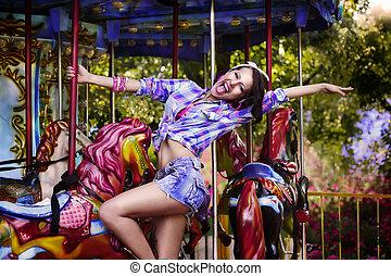 femme, jouissance, parc, gai, funfair., carousel., amusement