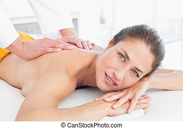 femme, kinésithérapeute, mâle, dos, masser