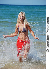 femme ? la plage