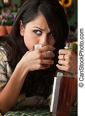 femme, latina, alcoolique