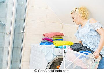 femme, lessive, entiers, tenue, panier, vêtements