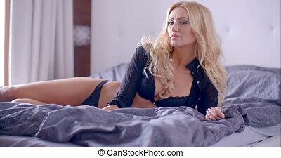 femme, lit, lingerie, blonds, séduisant, mensonge