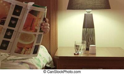 femme, lit, magazine, table chevet, lecture, médicament, ...