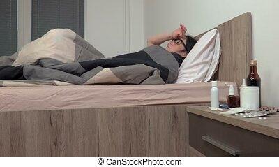 femme, lit malade, dormir