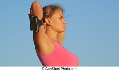 femme, loin, après, ciel, jeune, contre, regarder, fitness, dehors, exercice