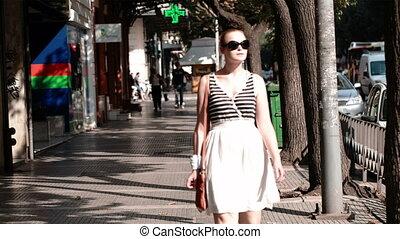femme, lunettes soleil, jeune