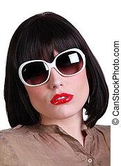 femme, lunettes soleil, sophistiqué