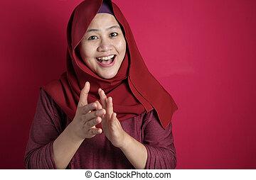 femme, mains, heureux, applaudir, musulman, asiatique