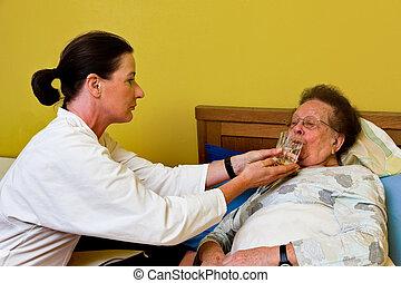 femme malade, vieux, visited
