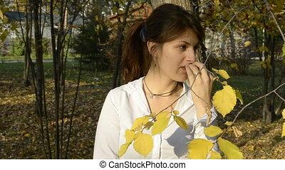 femme mange, jeune, pomme