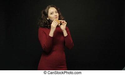 femme mange, jeune, sandwich