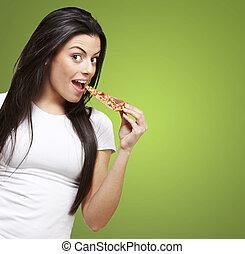 femme mange, pizza