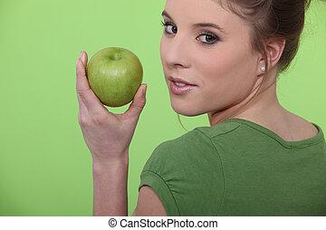 femme mange, pomme