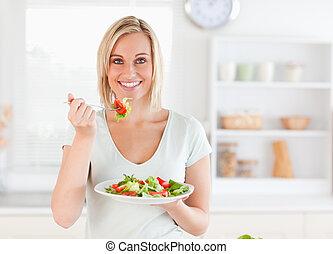 femme mange, salade, haut, magnifique, fin