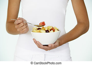 femme mange, salade, jeune, fruit, frais