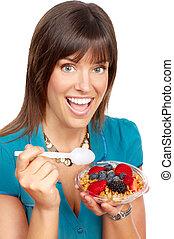 femme mange, salade