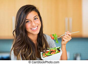 femme mange, salade, sain