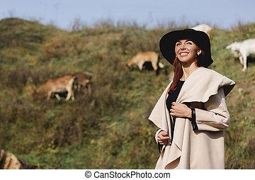 femme, manteau, ensoleillé, automne, chapeau, jour