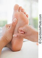 femme, massage pied, réception