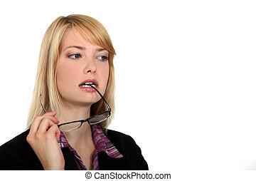 femme, mastication, séduisant, elle, lunettes