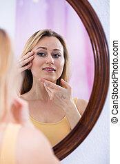 femme, miroir, regarder