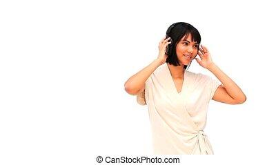 femme, musique, asiatique, écoute, désinvolte