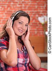 femme, musique, jeune, écoute