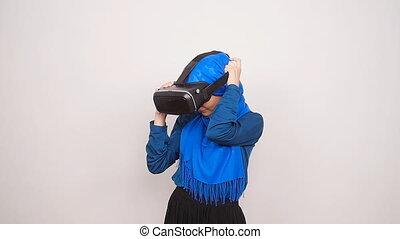 femme, musulman, jeune, réalité virtuelle, lunettes