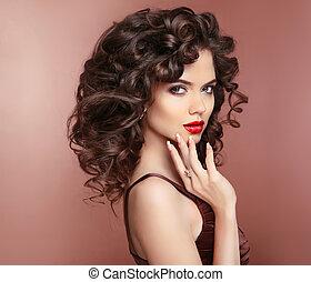 femme, nails., bouclé, sain, manucuré, makeup., élégant, lèvres, brunette, studio, hair., portrait., dame, rouges, hairstyle.