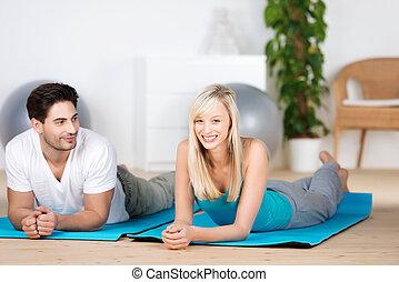 femme, natte, regarder, quoique, exercice, lui, mensonge, homme