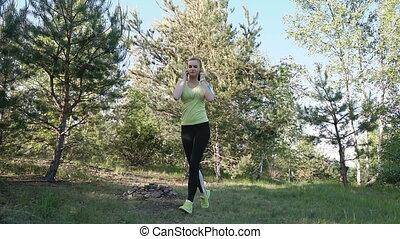 femme, nature, coureur, app, écouteurs, parc, jeune, sports, téléphone, courant, musique, intelligent, écoute, fitness, athlète, motivation., vêtements de sport