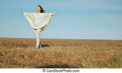 femme, nature, jeune, field., canted, sourire, apprécier