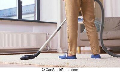 femme, nettoyage, personne agee, vide, maison, nettoyeur