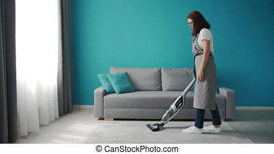 femme, nettoyeur moquette, poussière, vide, enlever