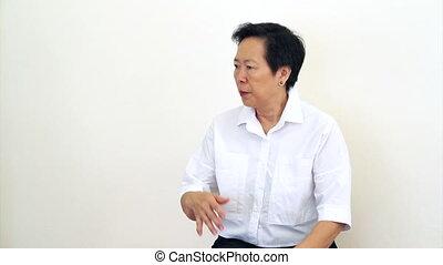 femme, non, fâché, dire, asiatique, personne agee