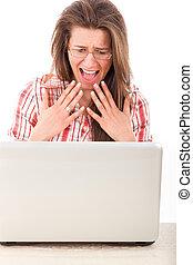 femme, ordinateur portable, choqué, regarder, joli, désinvolte